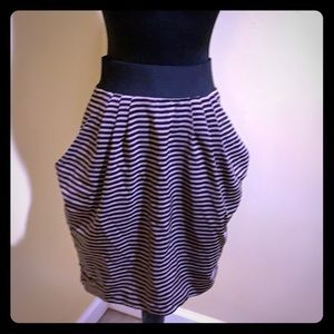 5/$25 H&M size 4 skirt with pockets.